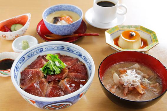 【11月中旬頃まで 1日10食限定】 鰹の漬け丼