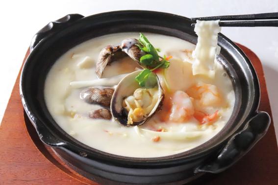 【期間限定ランチ】美麗華風 クラムチャウダー刀削麺セット
