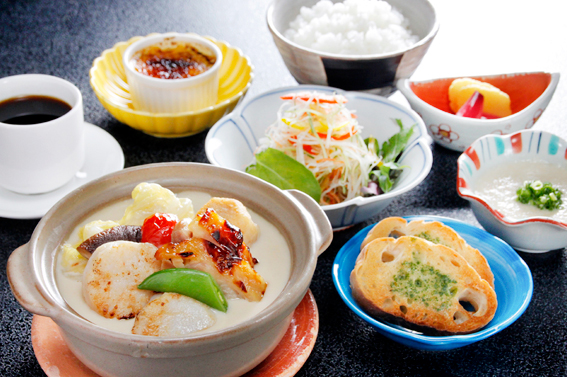 【1日限定10食】若鶏の味噌漬けと帆立の和風ホワイトシチュー定食