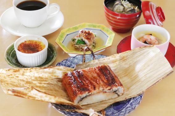 鰻ともち米の竹皮蒸し膳