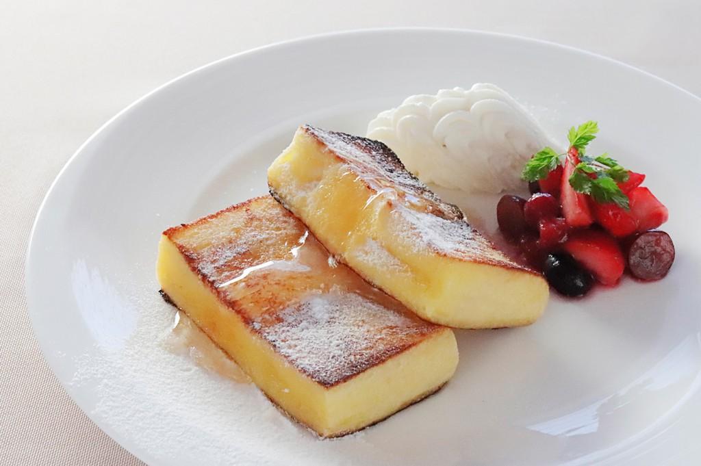 「ホテルブレッド 椿」を使用した フレンチトースト