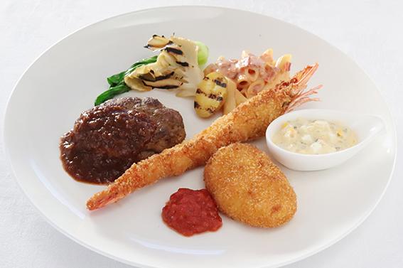 大海老フライ、蟹と帆立のクリームコロッケ、ハンバーグのレトロプレート